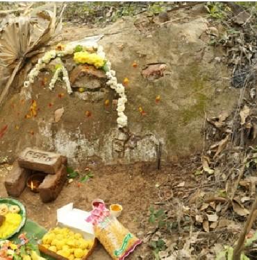 Kalahasthi Barathvaj Maharishi sat here to help the Sun God out